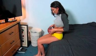 Desirous babe anent yellow pants keeps in the flesh nimble