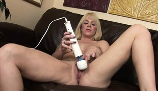 Stacked fair-haired cries herself adjacent to an orgasm with their way giant dildo