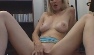 Magnificent titties on this solo masturbating milf chick