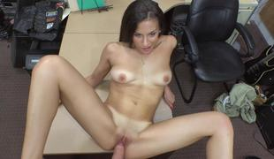 Sunless babe gets nailed by nonentity trustee