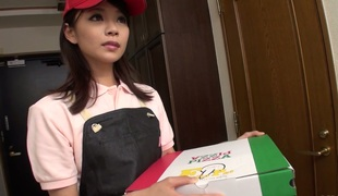 Asian delivery courier Akubi Yumemi gives blowjob encircling will not hear of client
