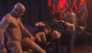Jada Fervour polishes lucky dudes stocky boo-boo with her lips