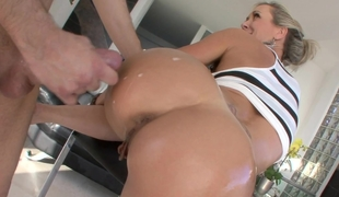 Chubby ass Milf Brandi Love gets fucked from behind