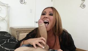 Kianna Dior meets a prominent cock bloke that satisfies her pussy