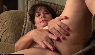USAWives full-grown Lori Leane masturbating alone