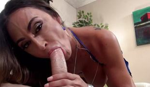 Spunking aloft that cute cock slurper Claudia Valentine